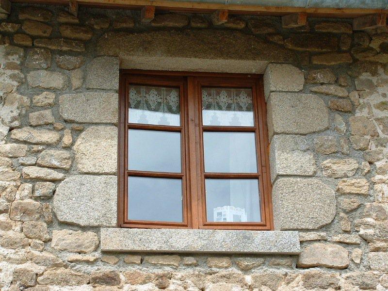 Encadrements portes et fen tres goumy tailleur de pierre for Encadrement fenetre interieur