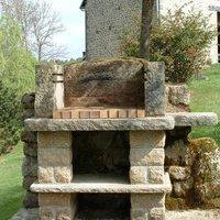 Fontaines bancs barbecues lanternes en granit fabriqu s for Barbecue en pierre de taille